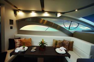 Armatti 480 Sport Fly Interior