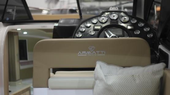 Armatti 370 Coupe Helm