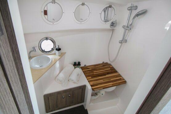 Armatti 340 Cabrio Bathroom