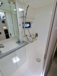 Leopard 43 Power Catamaran Bathroom