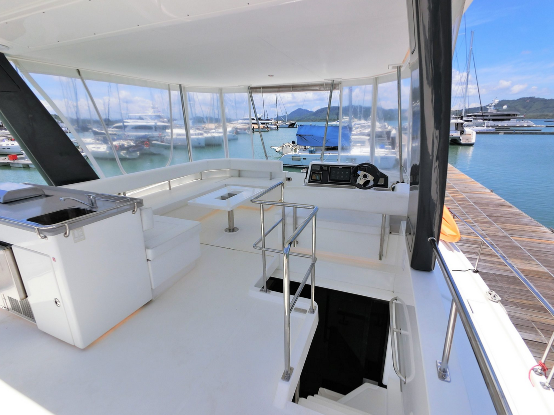 Leopard 43 Power Catamaran Fly Bridge