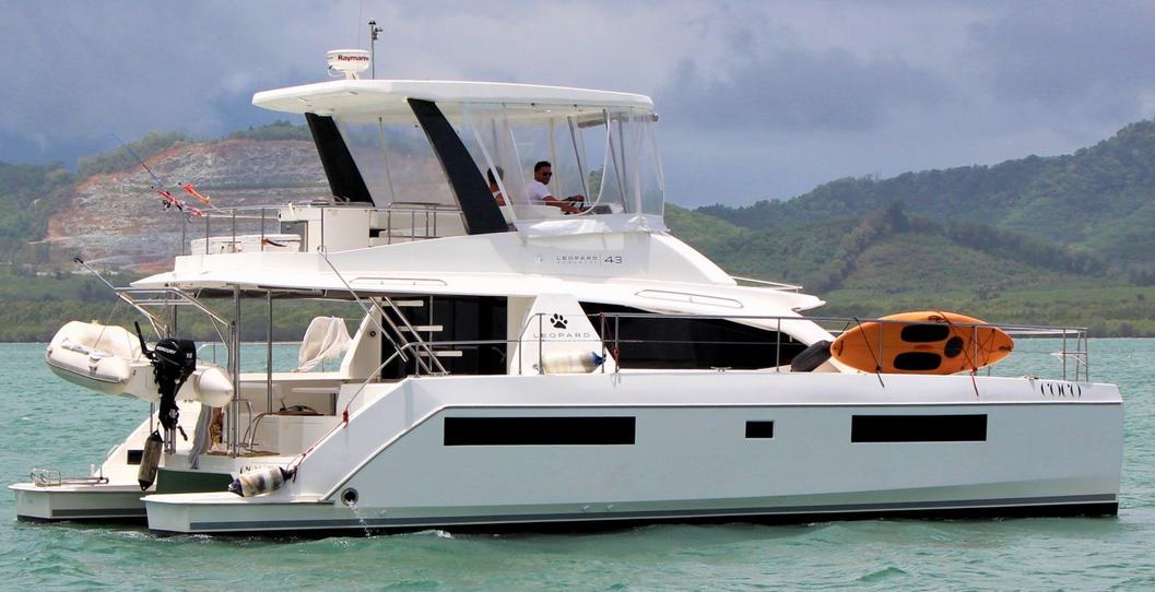 Leopard 43 Power Catamaran Stbd Quarter