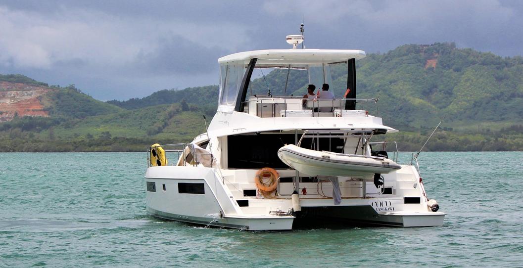 Leopard 43 Power Catamaran Aft View