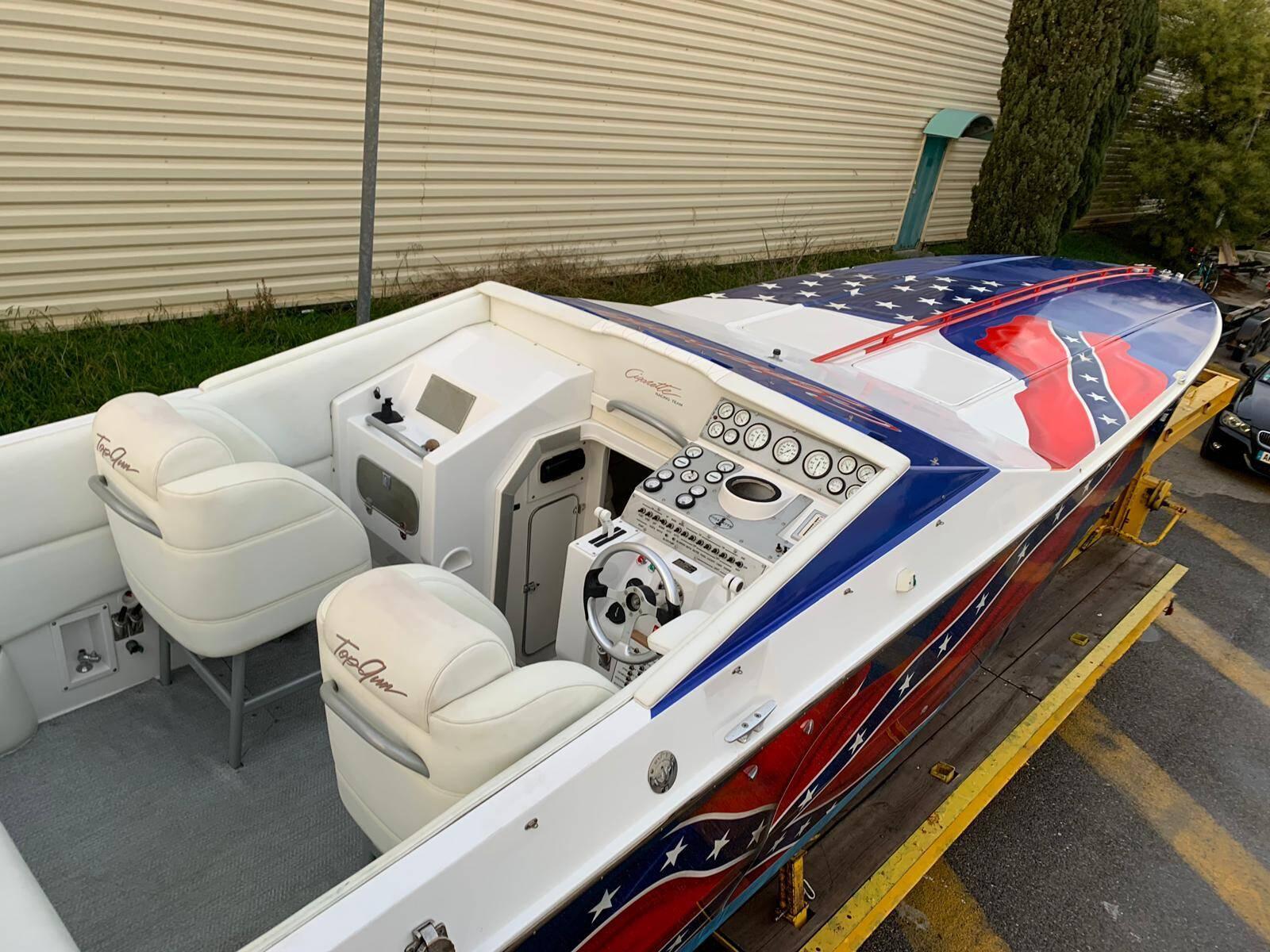Cigarette Top Gun 38 Cockpit 3