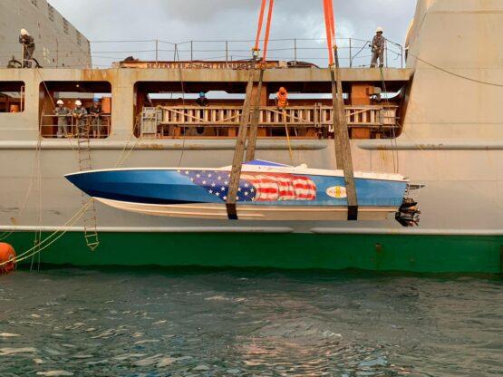 Cigarette Top Gun 38 Boat Lift